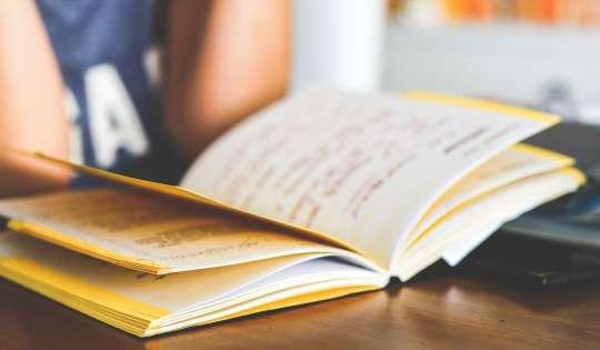 Πώς θα κάνω το παιδί μου να διαβάζει μόνο του
